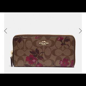 NWT Coach floral Signature Large Accordion Wallet